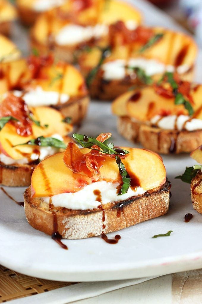 Honey Ricotta Peach Crostini with Crispy Pancetta #appetizersforparty