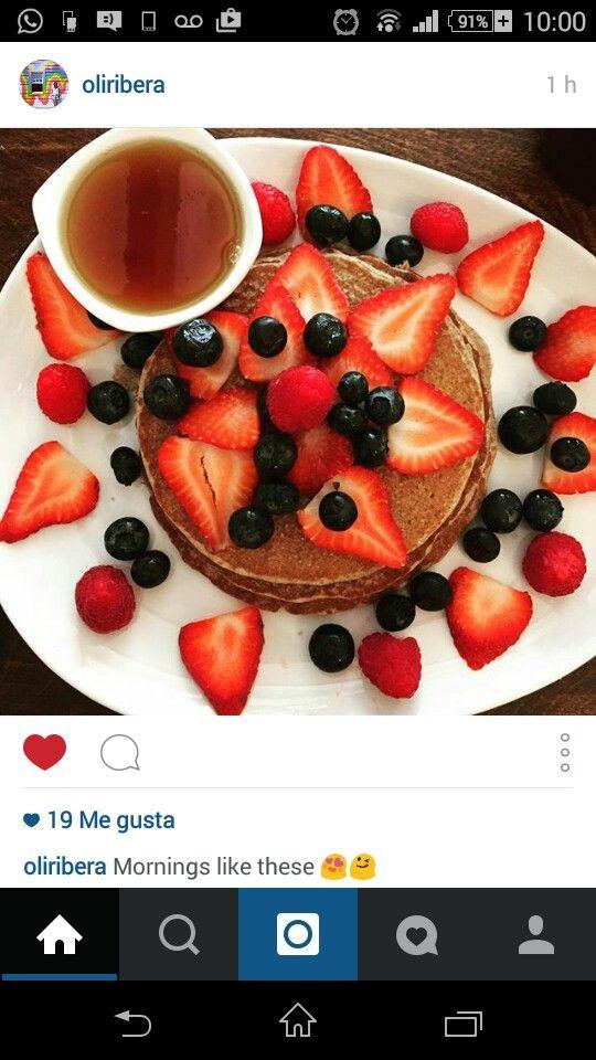 Strawberry blueberry panquecas