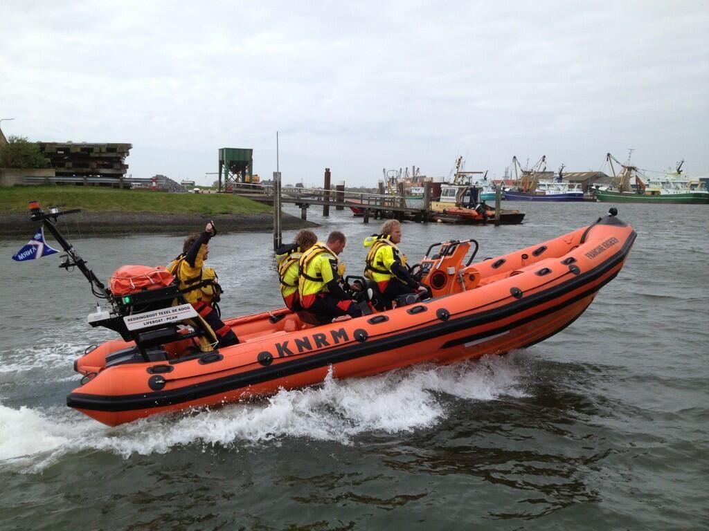 """Ricardo de Graaf @TXRicardo Reddingboot Francine Kroesen op actie, station De Koog/Oudeschild. """"@knrm 11:28:56 Prio 1, Vaartuig motor, TXO"""""""