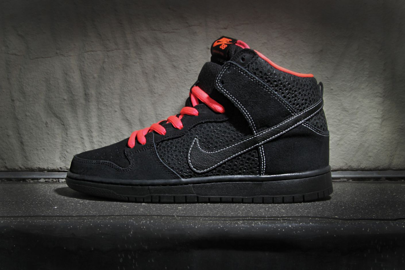 timeless design 39055 6b3c2 Nike SB Dunk High Pro BlackAtomic Red. I love the laces. Doubt theyre  going to come in womens sizes though.