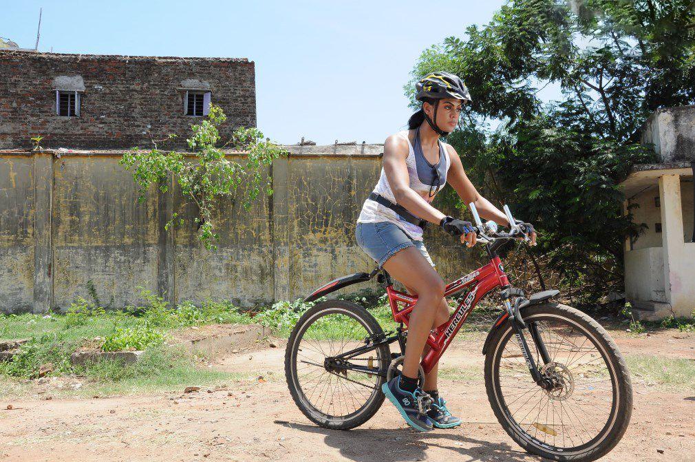 Karthika nair hot karthika nair leg show nair hot