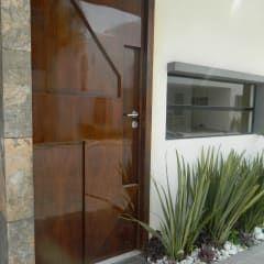 Real de Palmas 01 : Puertas y ventanas de estilo moderno por ECNarquitectura