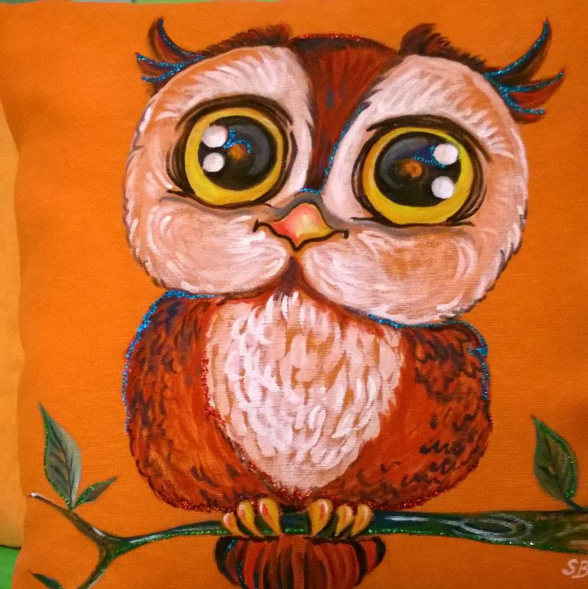 Foto Su Federa Cuscino.Owl With Big Eyes Handpainted On Pillowcase Hand Painted Pillows Owl Owl Art