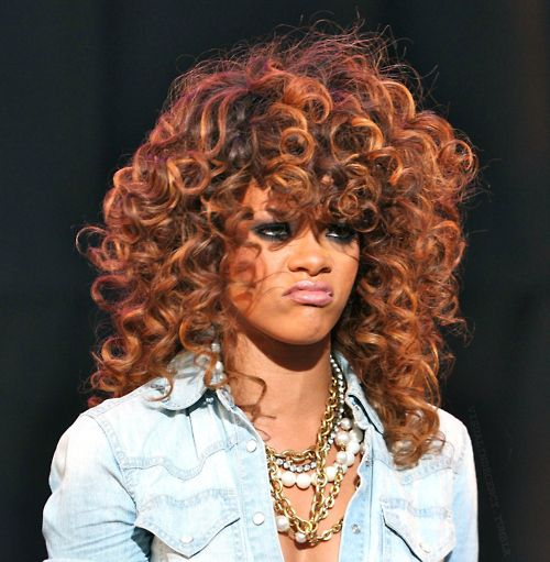 Rihannas short hairstyle with blonde highlights | Short ... |Dope Rihanna Haircuts
