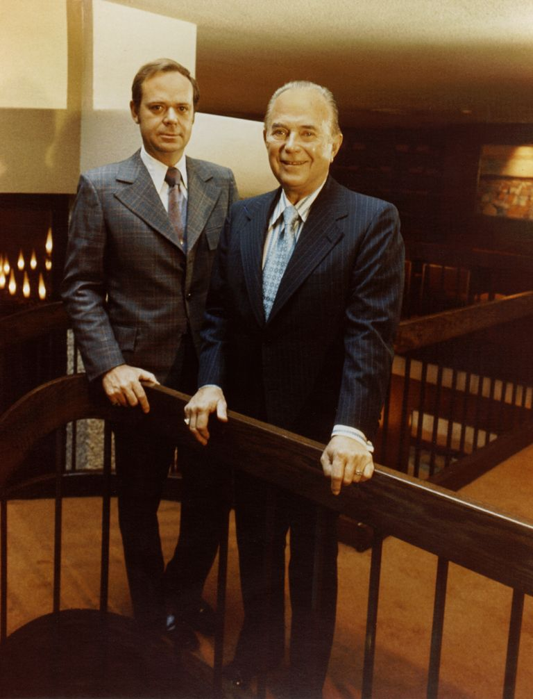 Fred Turner And Ray Kroc At The Lodge This Day In History May 15 1940 Mcdonald S Opens Its First Restaurant Http Dingeengoete Blog Ray Kroc History Pics
