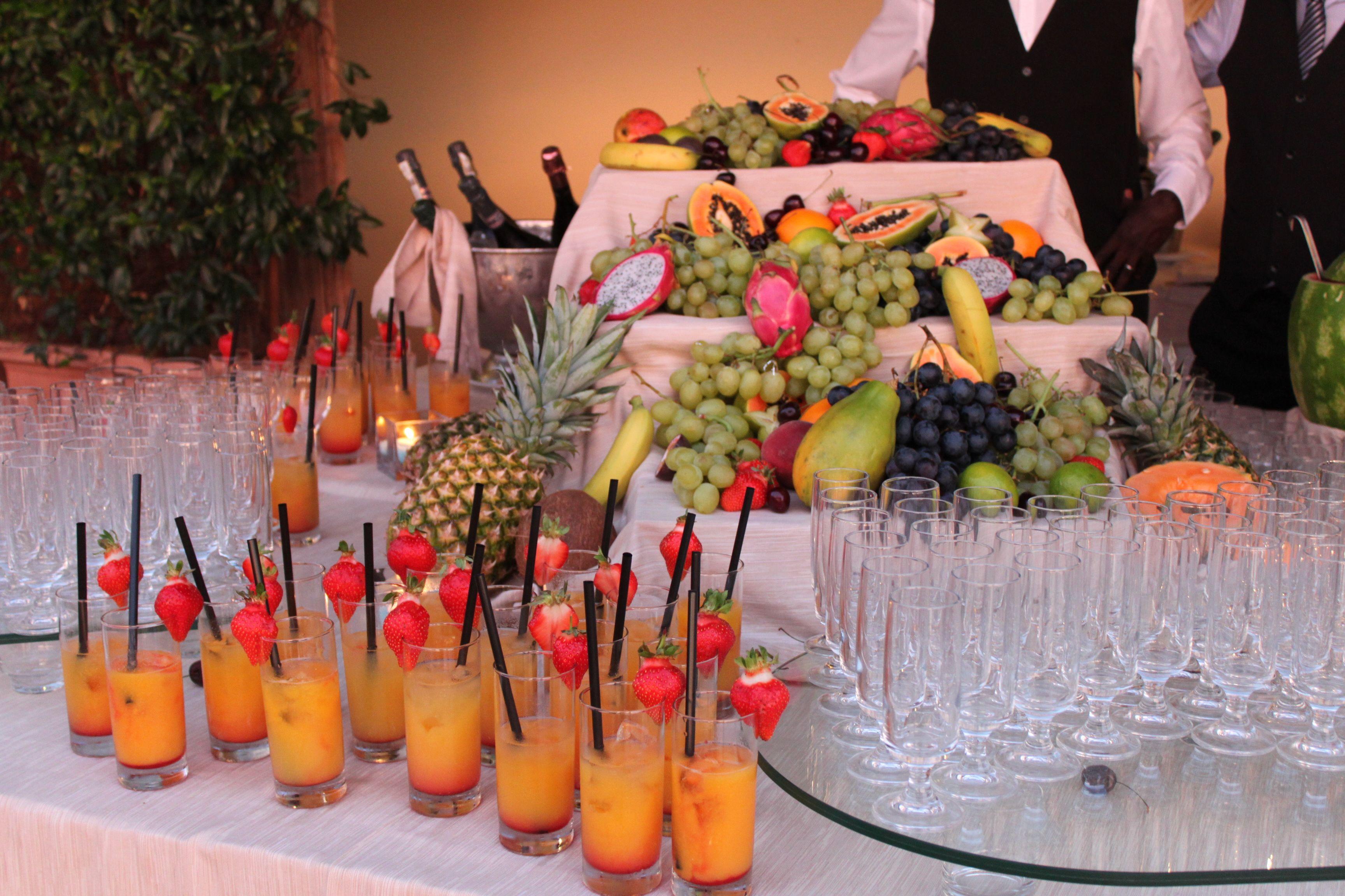 Decorazioni Buffet Ferragosto : Aperitivo di frutta fresca ferragosto in sardegna sardinia