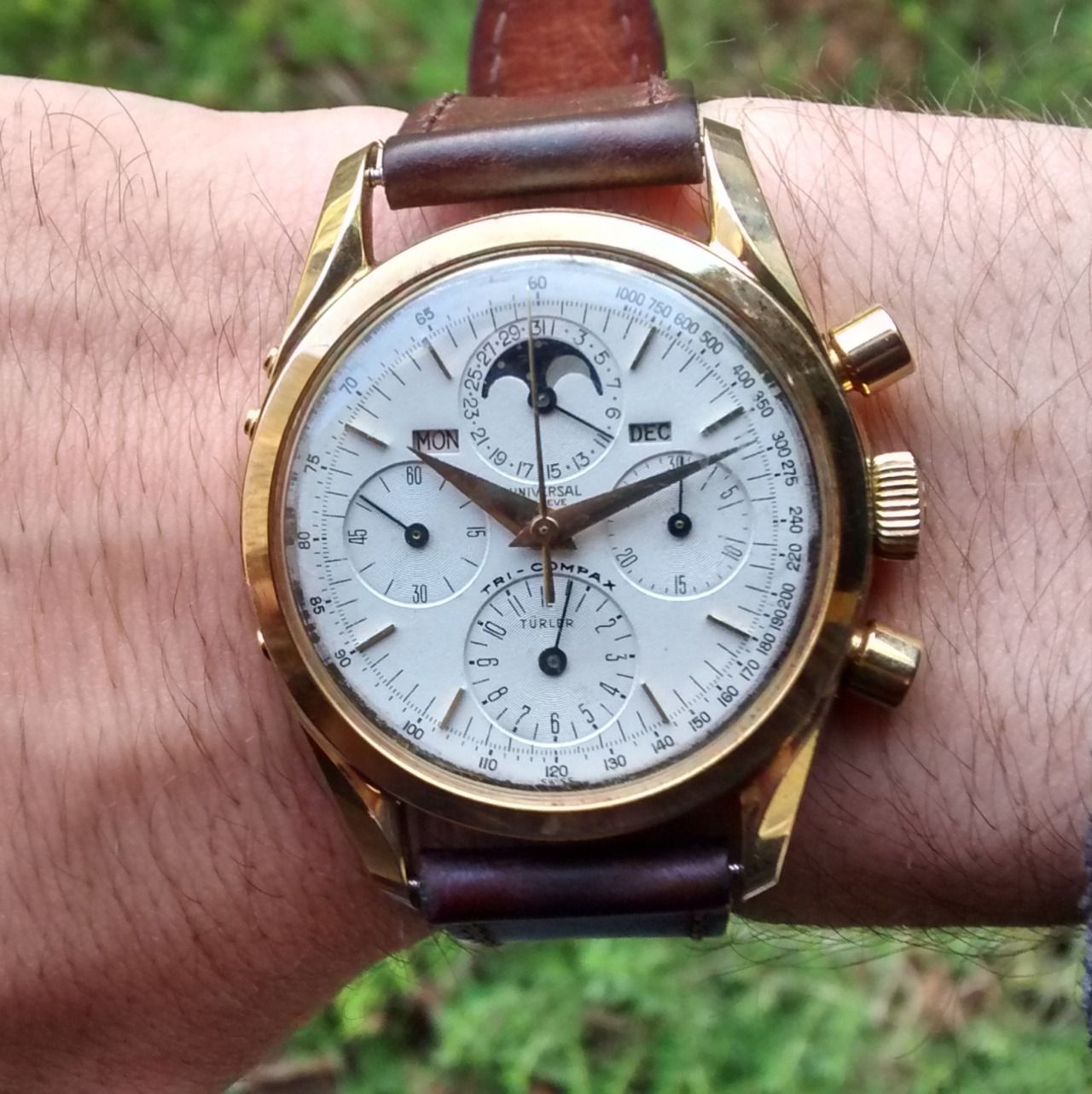Vintage Universal Geneve Triple Date Tri Compax Moonphase Chronograph In Gold Watches