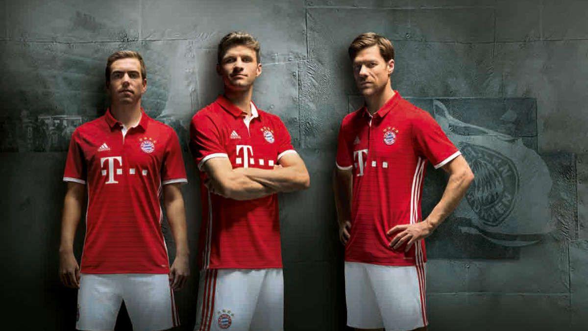 München - Jetzt ist es offiziell: Das ist das neue Trikot des FC Bayern für die…