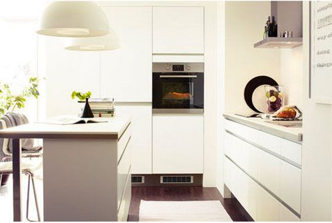 Déco cuisine harmonie couleur blanc et taupe, cuisine Ikea