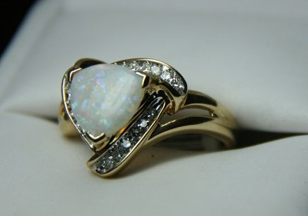 14 Karat yellow gold ring with large opal and diamonds ...