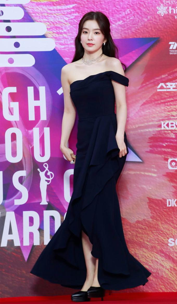 The 29th Seoul Music Awards Recently Took Place Where Countless Idols Graced The Red Carpet With Their Stellar Visua Gaun Untuk Acara Wanita Gaya Model Pakaian