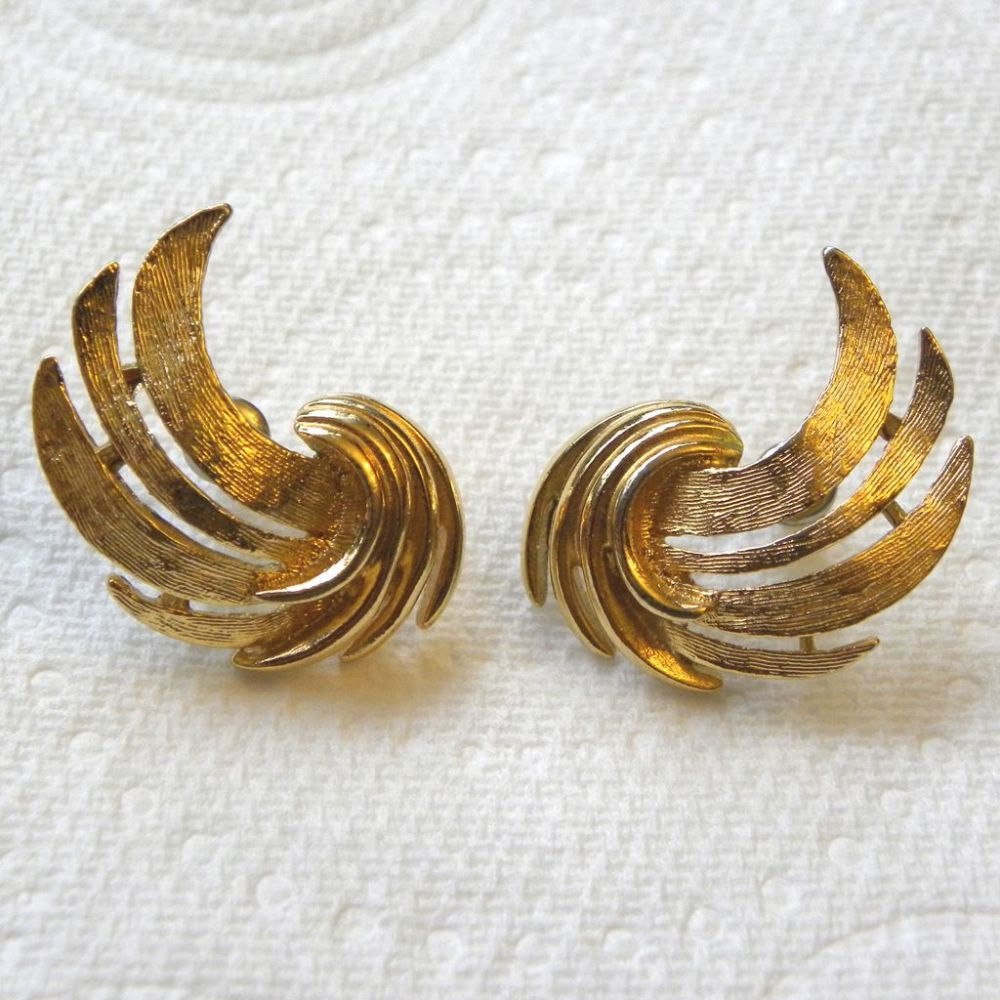 6644a0db3bc46 Golden curved vintage ear-rings pierced | Unusual earrings for ...