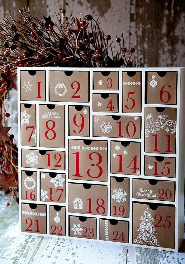 Diy advent calendar wood frame paper prawers homemade for Advent decoration ideas