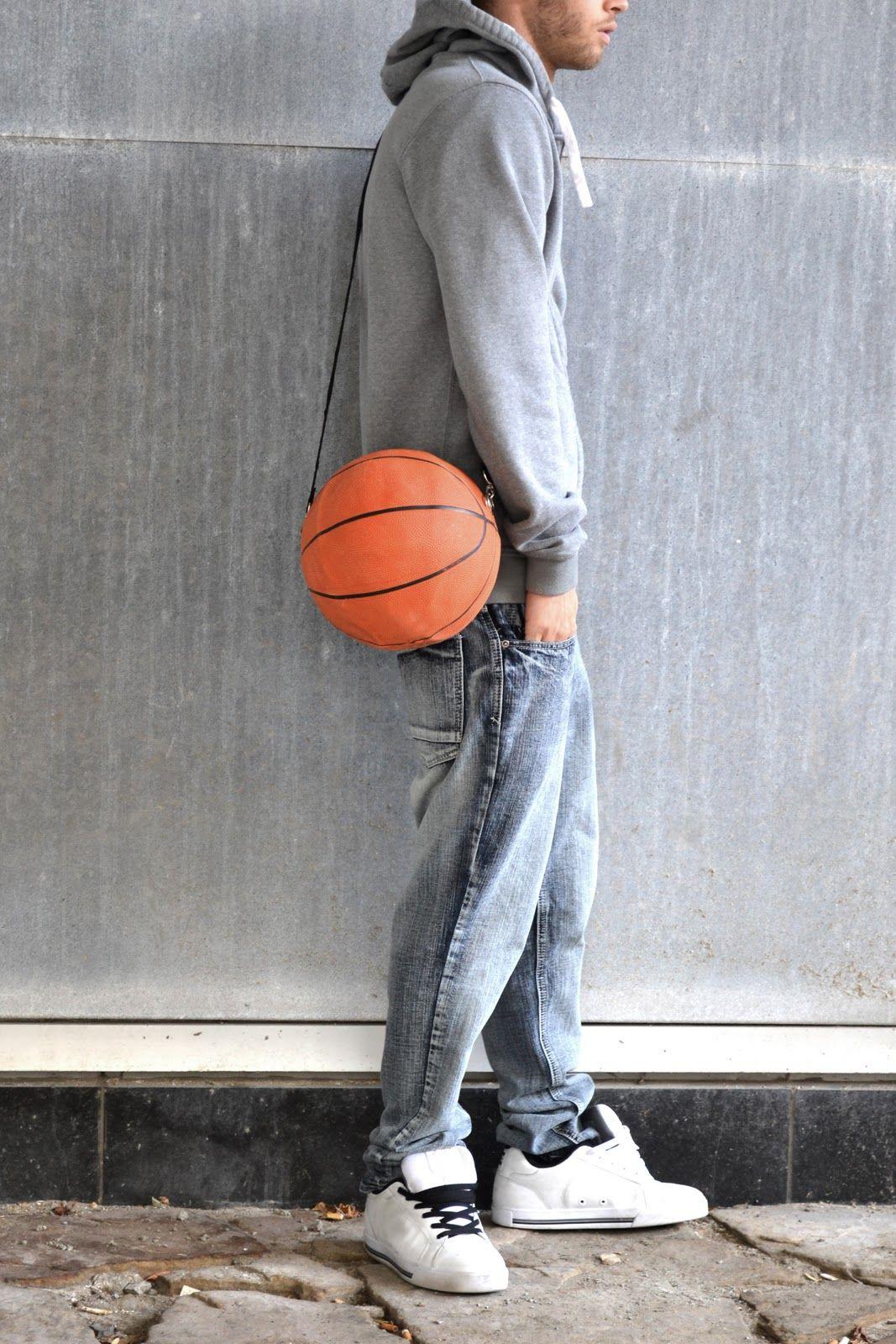 Recicla tu pelota de basketball. RE   Basketball bag. One of the coolest  upcycling and DIY websites ever!!! 261af0fdc3eb7