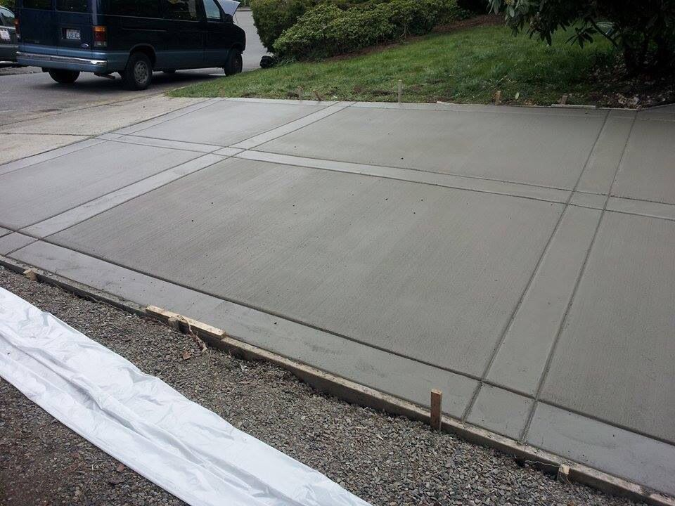 Broom driveway with smooth finish borders concrete for Pouring your own concrete driveway