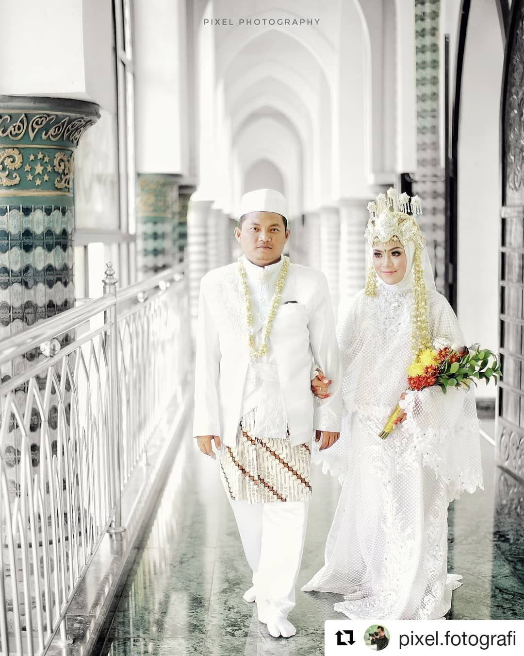 Sesuai Riquest Kak Catherin Alfi Hijab Syar I Siger Sunda Gown Mua By Yustika Syarief Re Wedding Organization Sweet Potato Soup Recipes French 75 Cocktail