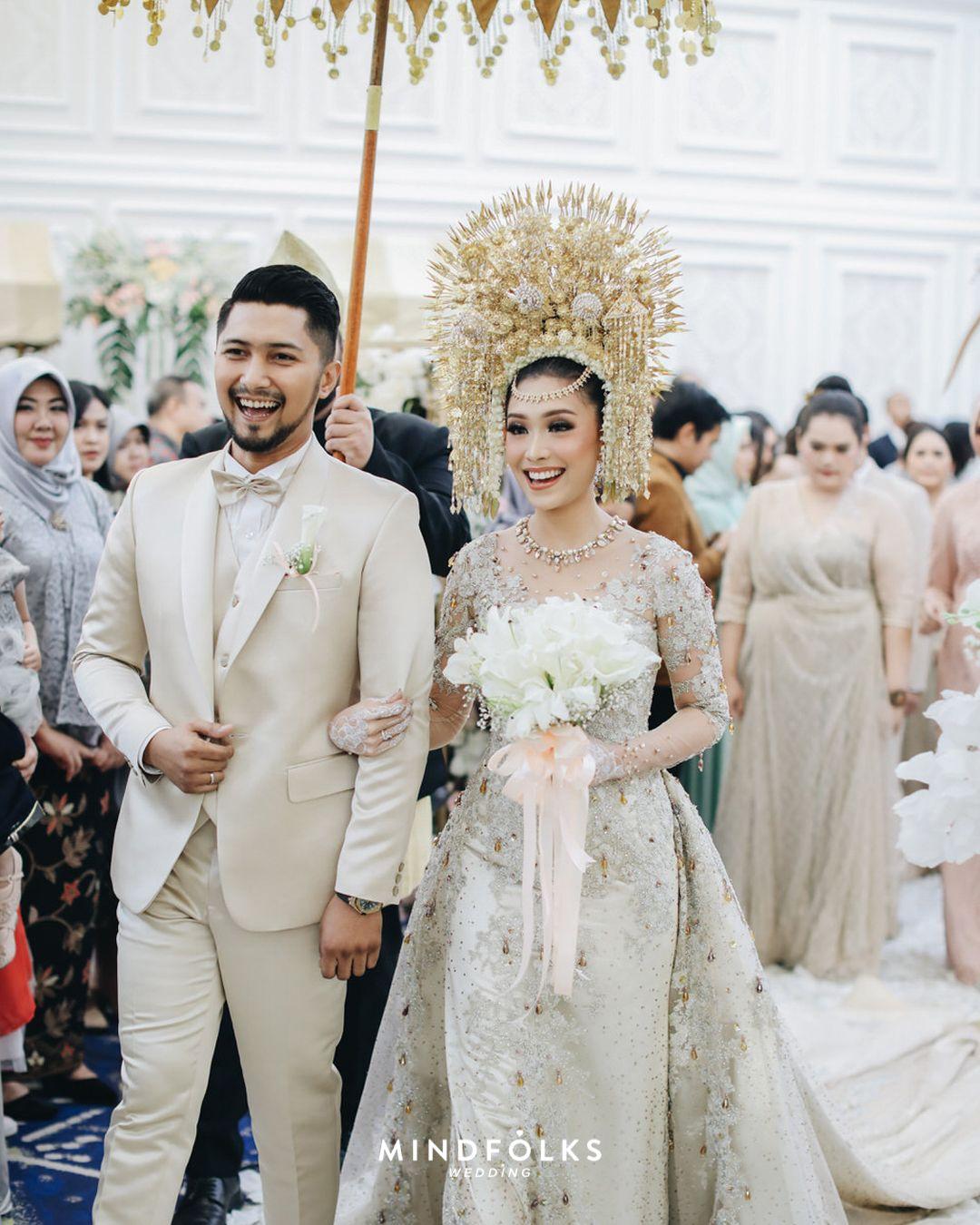 Sentuhan adat Minang yang Modern di Pernikahan Luthya dan Kiki di