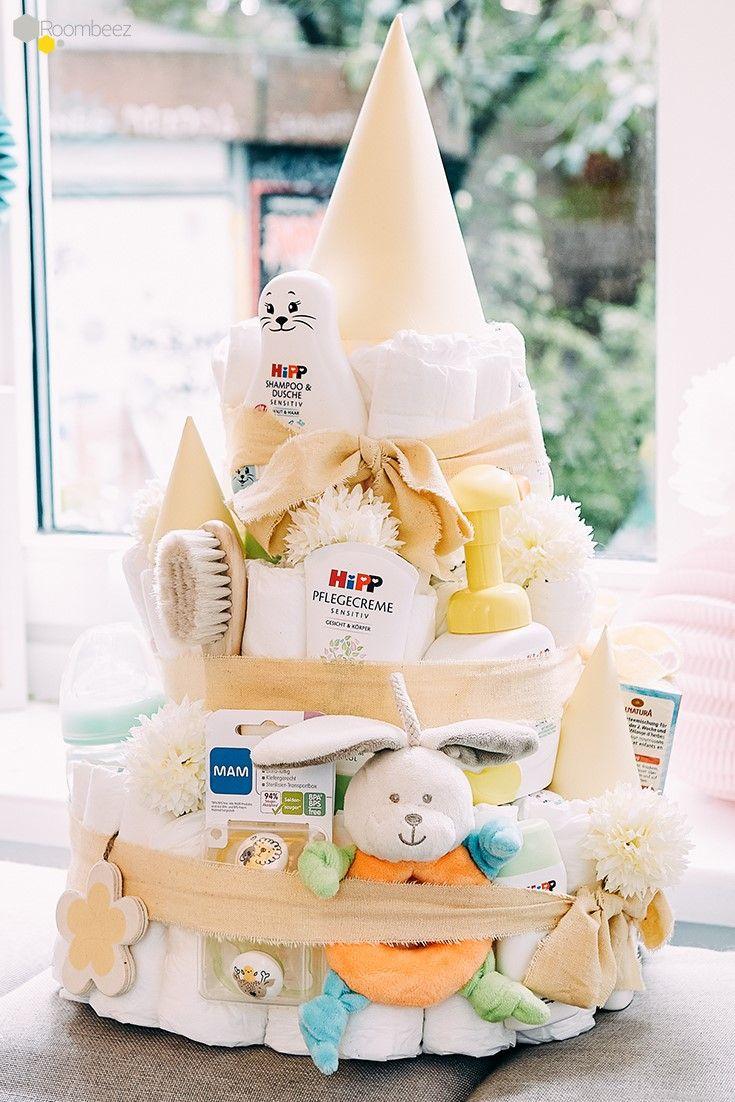 #Babyparty #Windeltorte #DIY #Neutral   Auf einer richtigen Babyparty darf eine Windeltorte auf keinen Fall fehlen! ★ Wir zeigen Euch auf ROOMBEEZ verschiedene Anleitungen zum selber basteln! #interessen
