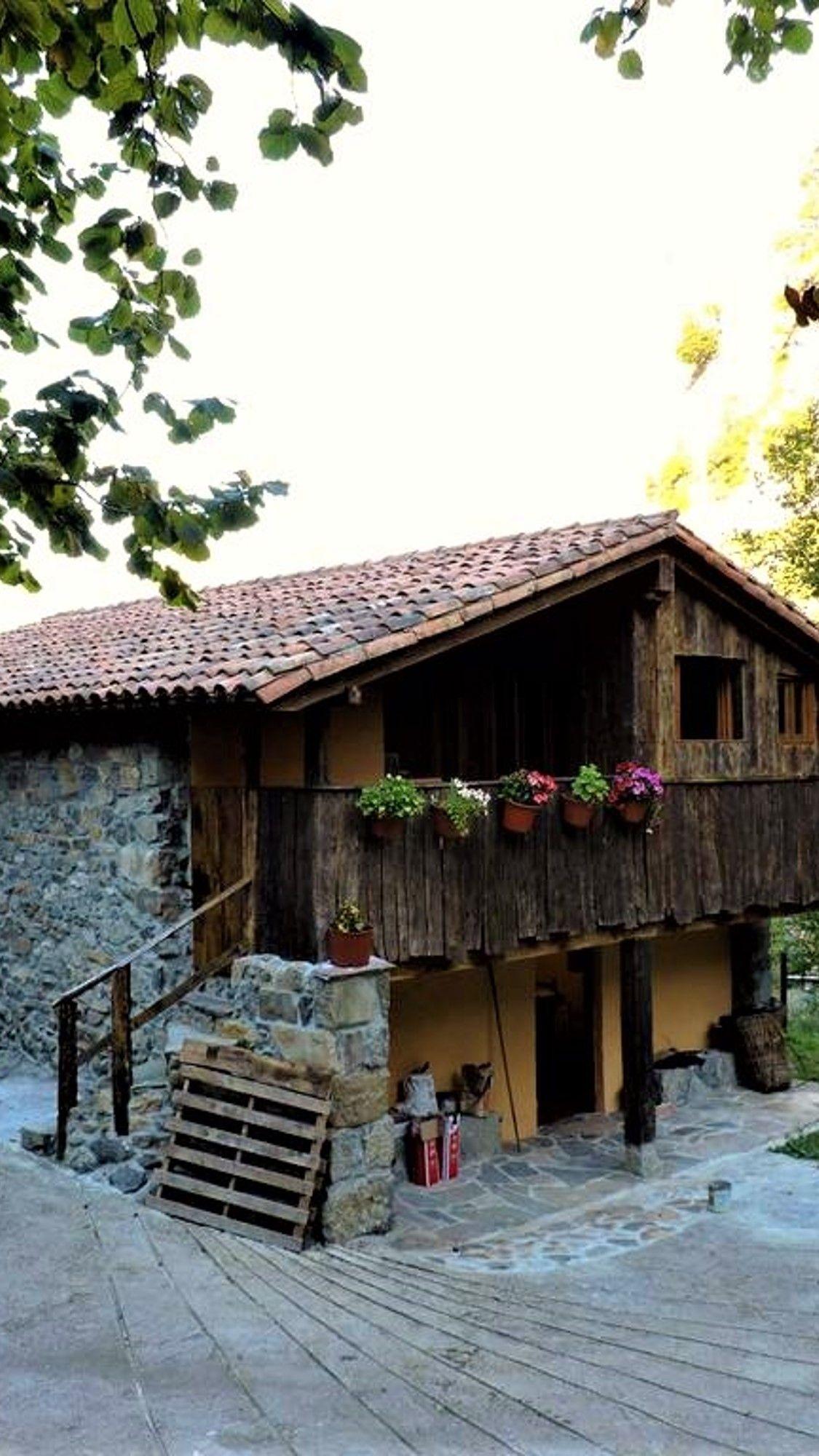 Cantabria Cabaña De Madera En Los Valles Pasiegos Alojamiento Original En Cantabria Valles Pasiegos Casas Rurales Cabañas Estilo En El Hogar