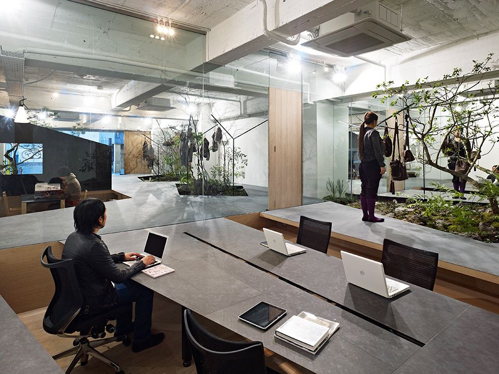 Cool office japan love for nature open space showroom for Interesting office interiors