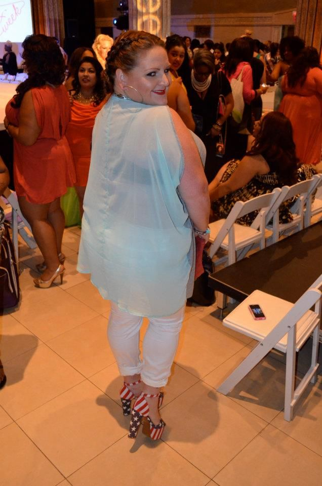 4th of July style inpiration from one of my FFFW looks... these Jeffrey Campbell @jcshoes American Flag platforms are EVERYTHING! #4thofjulystyle #fashion #style #plussize