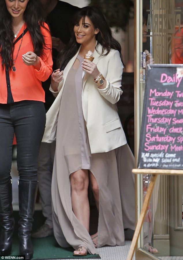 #KimKardashian showing her new dress during pregnancy with chic blazer and flats