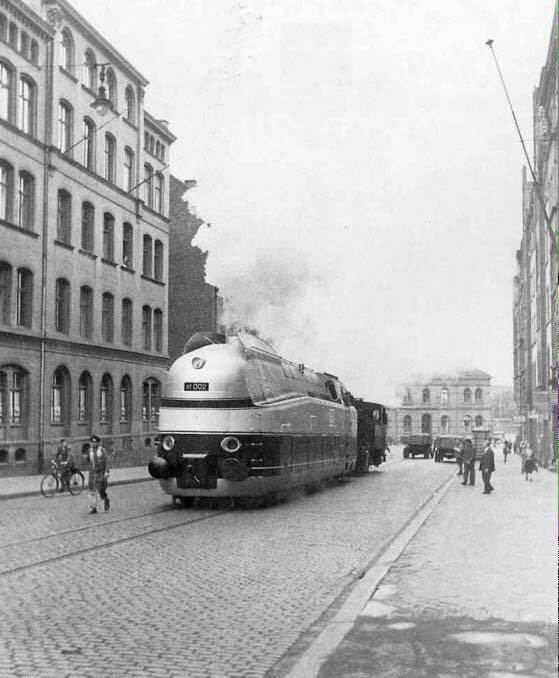 Henschel Wegmann-Zug 61002 streamlined tank engine 1936. | Worldwide ...