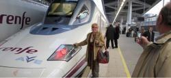 La amenaza se ha cumplido. El tren de larga distancia le ha quitado al transporte aéreo el liderato para moverse por España gracias al impulso del AVE.