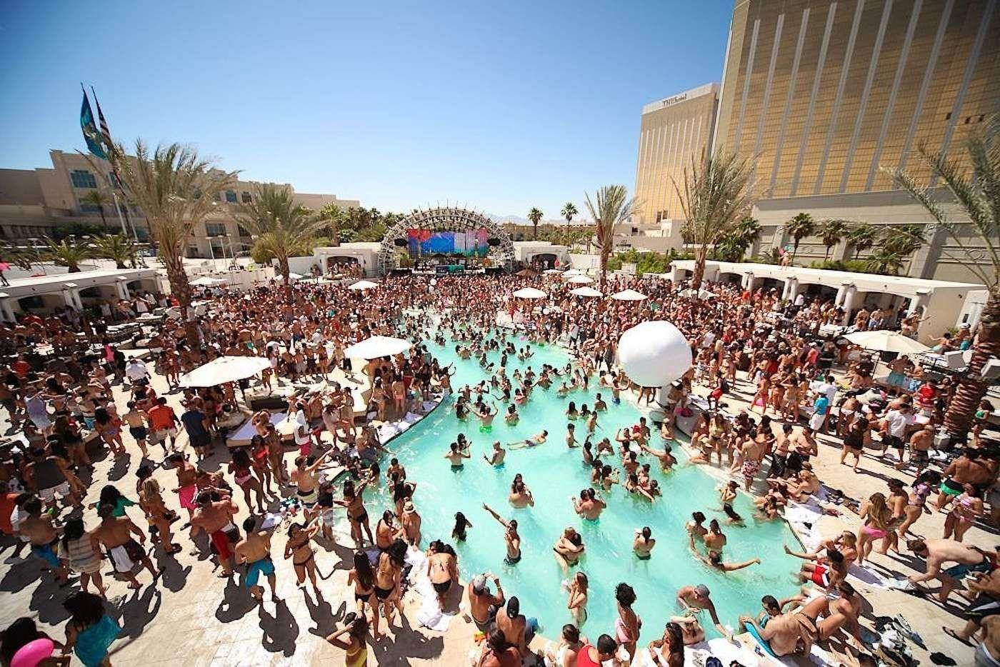 BEST Vegas Pool Party at Azure Palazzo & Venetian (Ep.21 ...