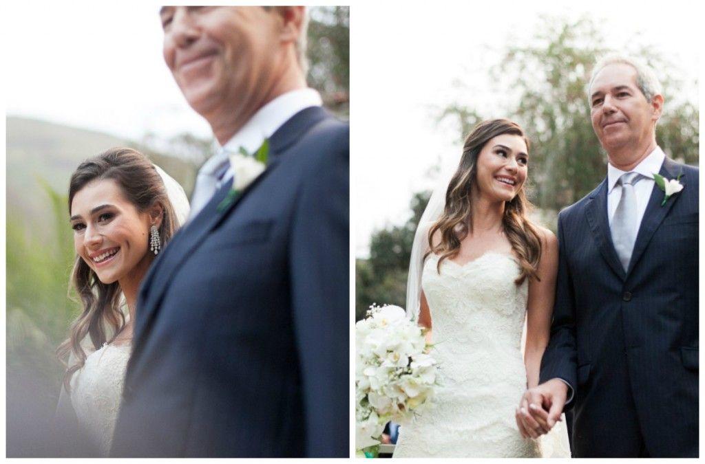 Entrada da noiva em casamento de dia