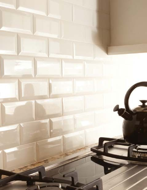 Charmant Bevelled Subway Tile Backsplash In A Kitchen In A Cream Or Off White Colour