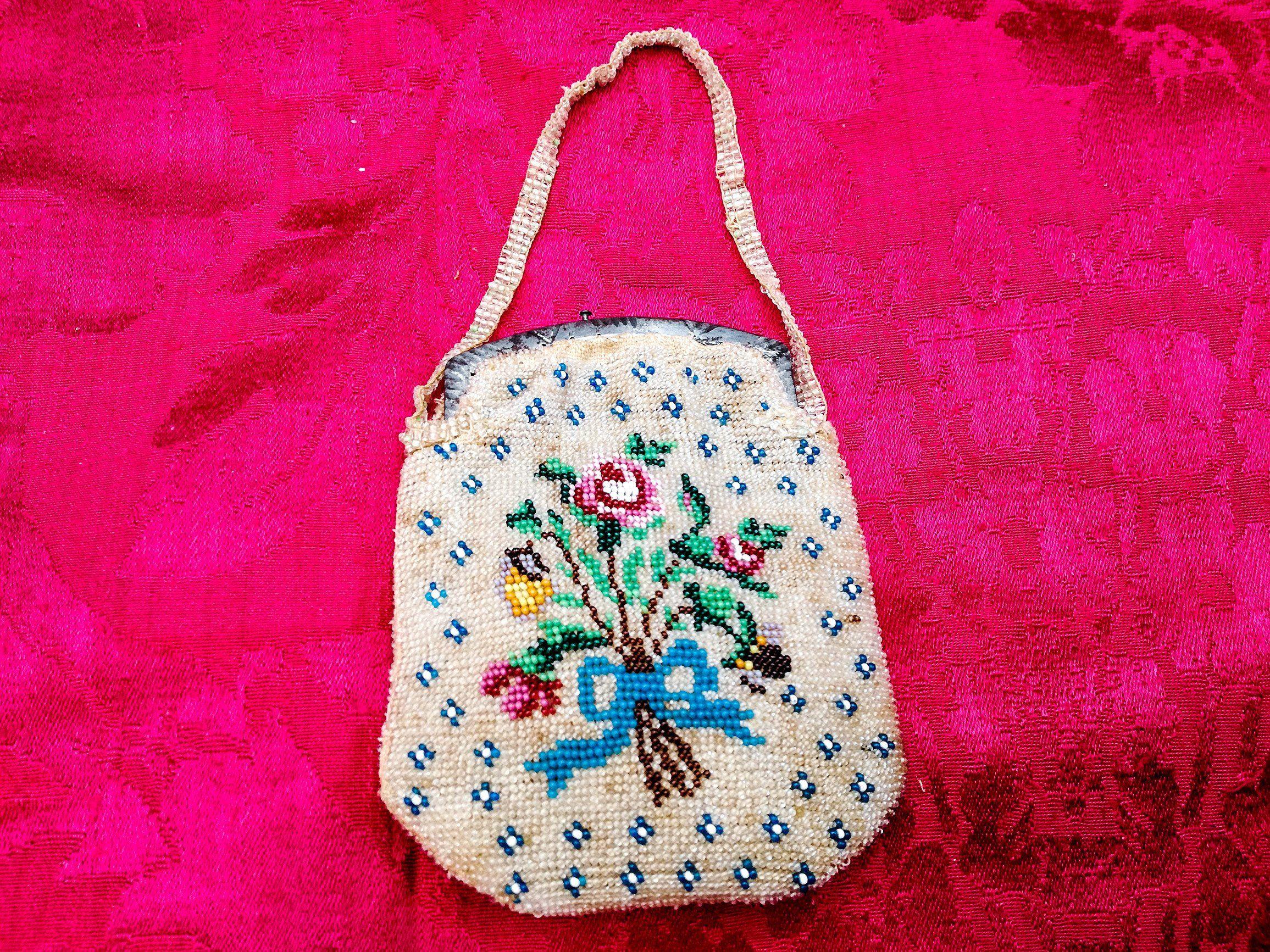 Photo of Antica borsa da sera ricamata con perline, piccola borsa in perline con monogramma e ghirlanda di rose, antica piccola borsa con ricami di perline del 1800