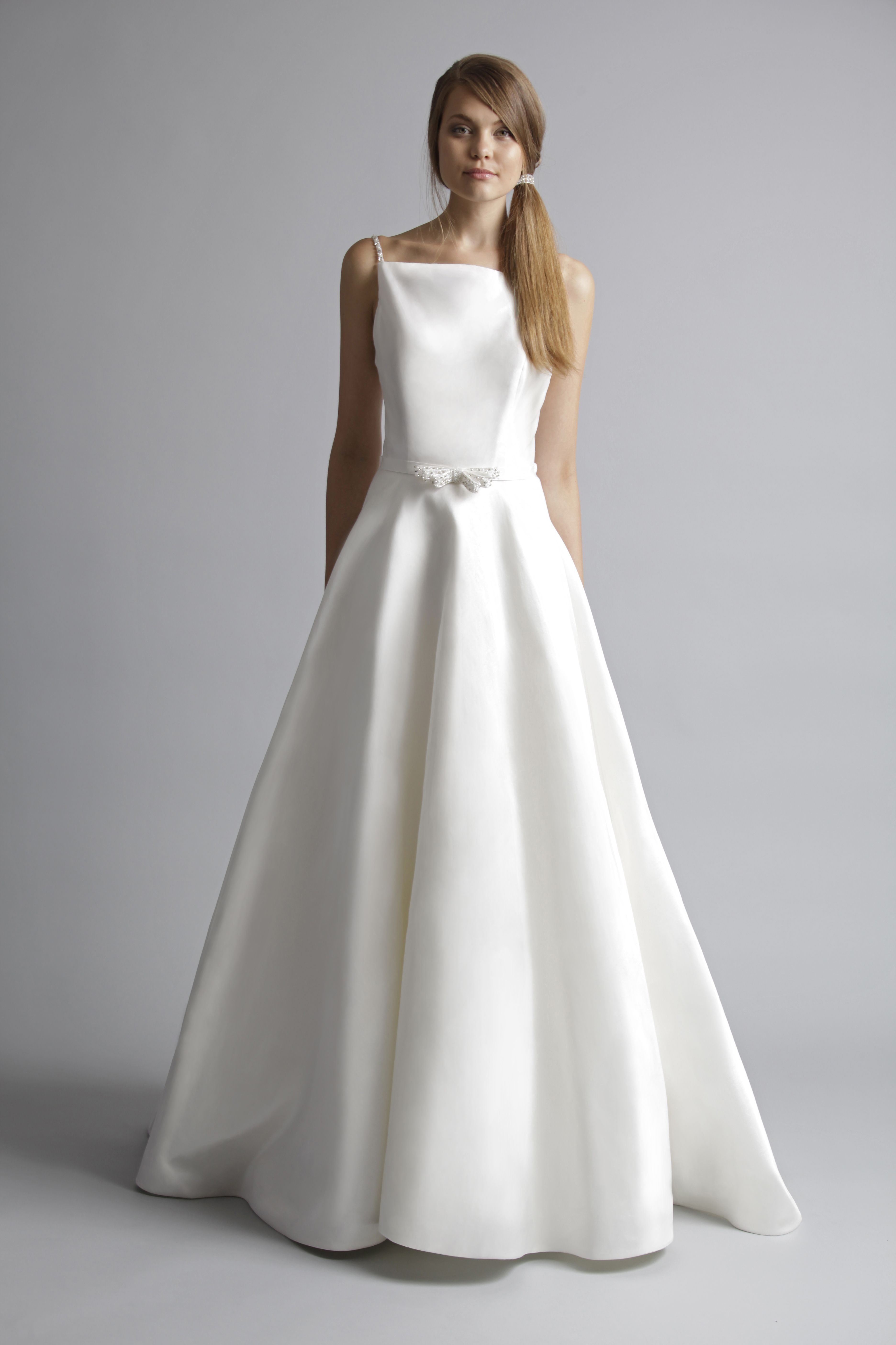 Wedding Dress Styles To Make You Look Taller In 2020 Mother Wedding Dress Dresses Mother Of The Bride Dresses