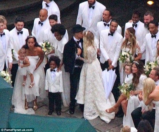 Photos from Ashlee Simpson and Diana Ross\' son\'s wedding ... | D ...
