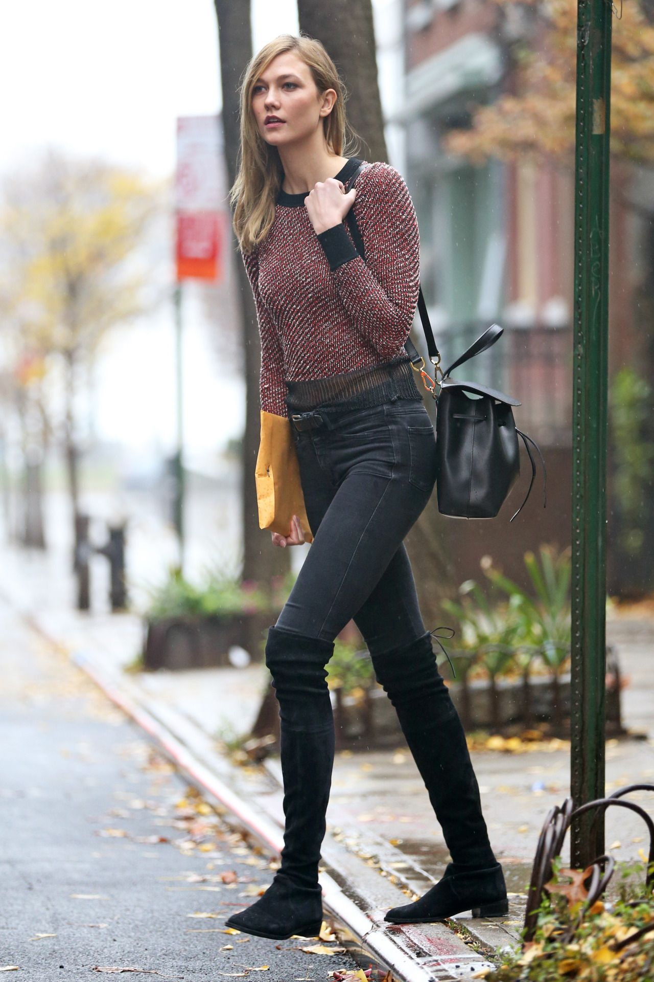 Karlie kloss casual style steps out in a chilly nyc