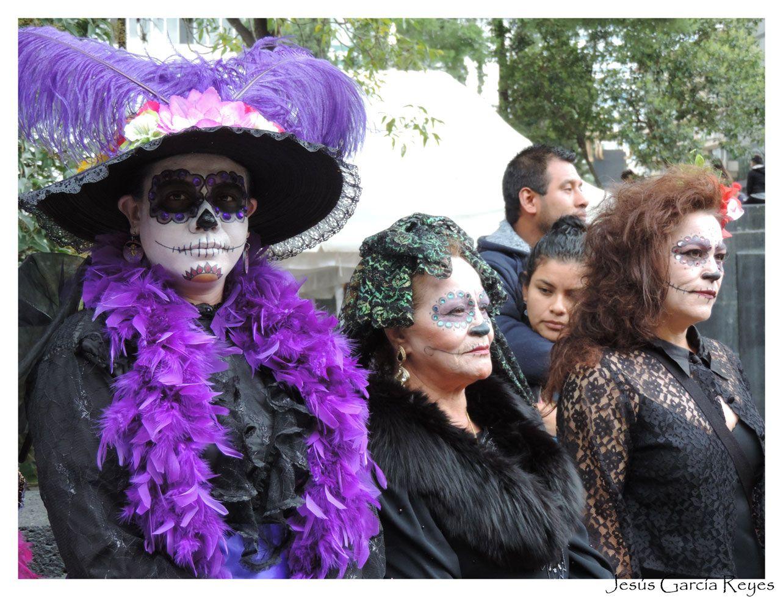 """""""Catrinas 2014"""" reunidas en el Monumento a la Revolución México DF"""