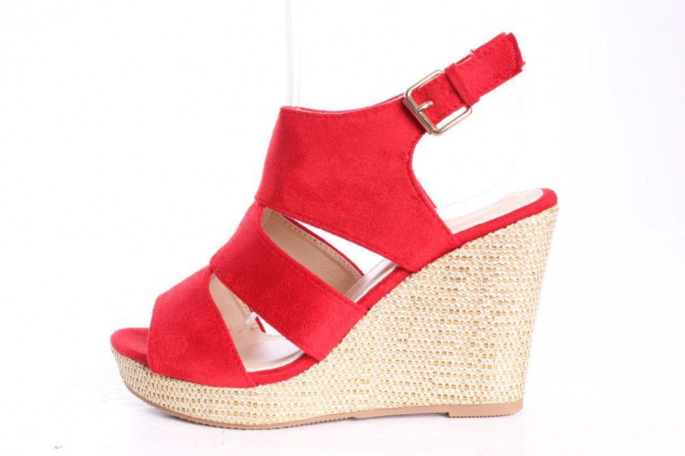 72035384fcf5 Dámske sandále v hnedej farbe so strapcami - fashionday.eu