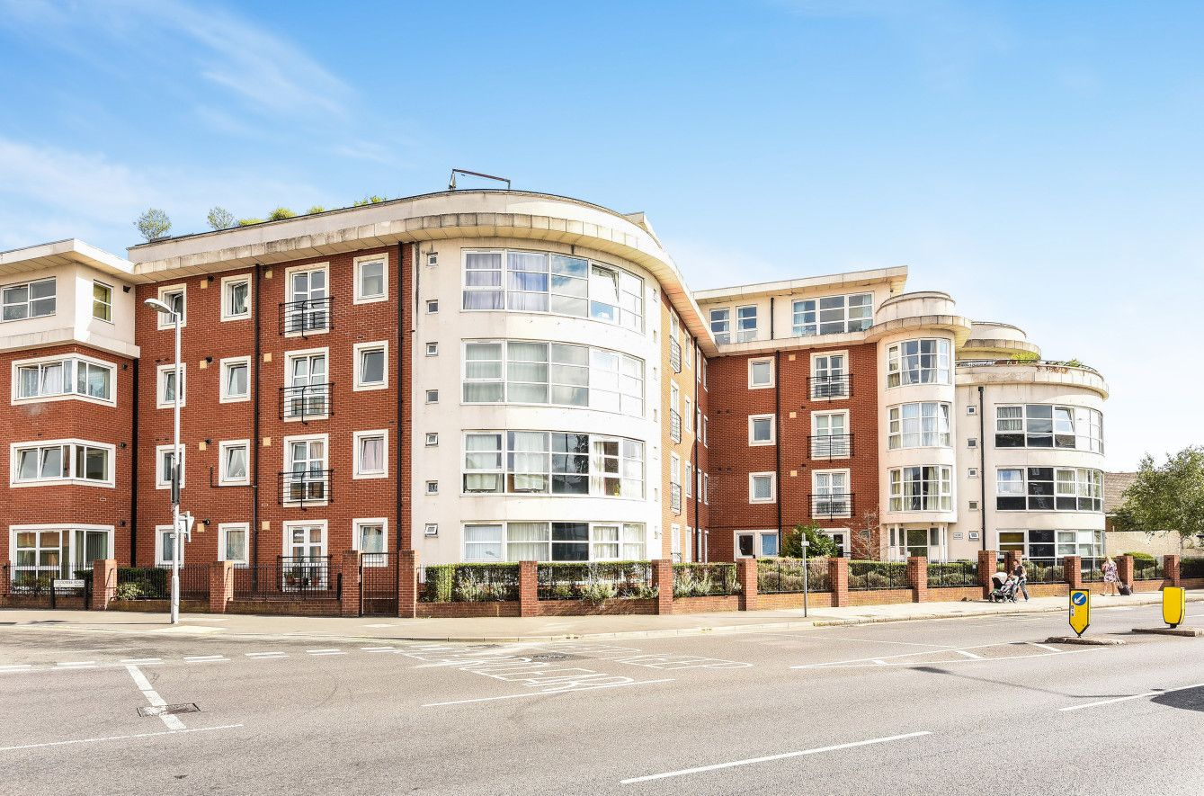 To Let A modern one bedroom apartment located in this