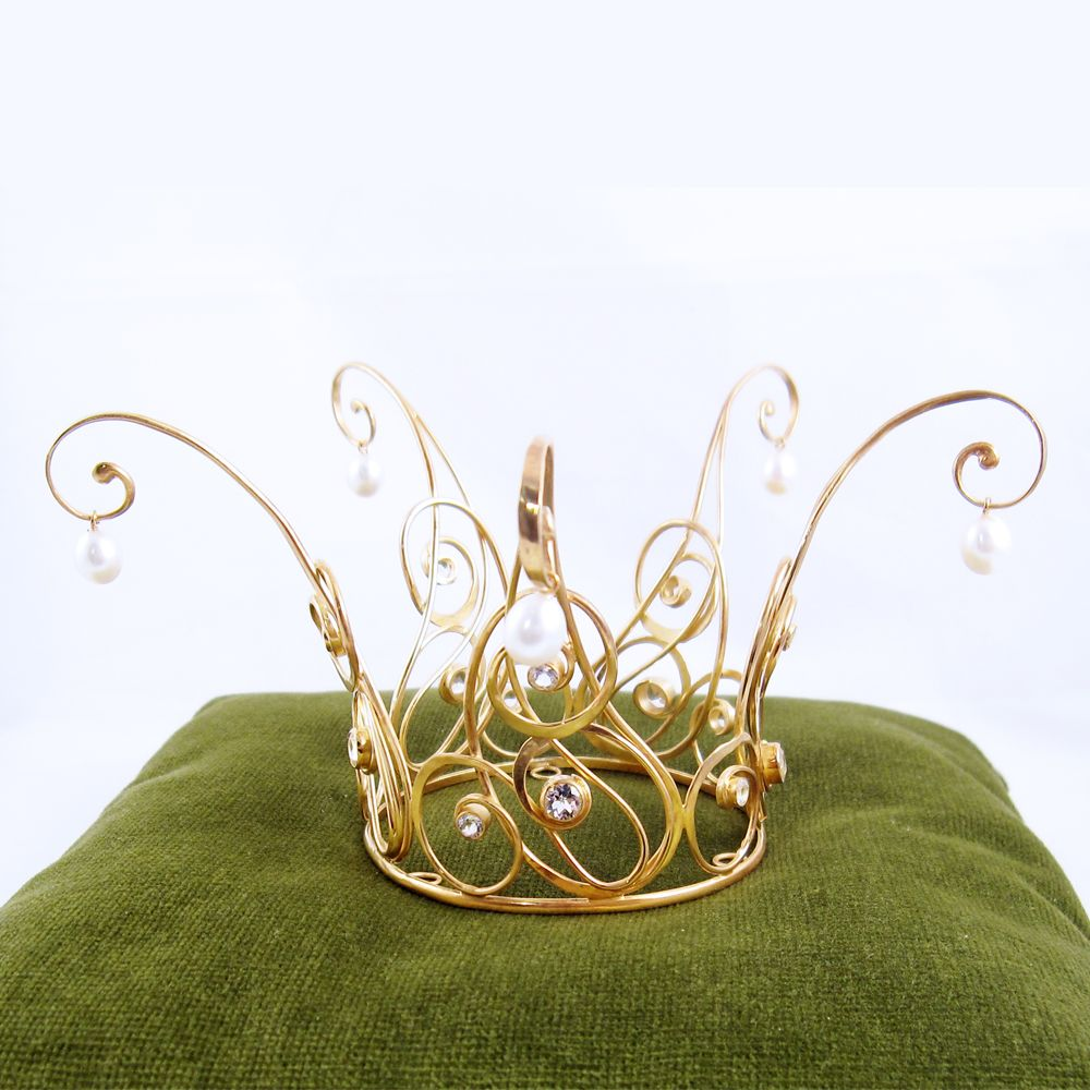 It\'s a fairy crown that no one in reality could have a place to wear ...