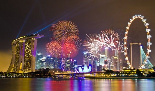 Countdown And Fireworks In Marina Bay Fireworks Asia Destinations Singapore
