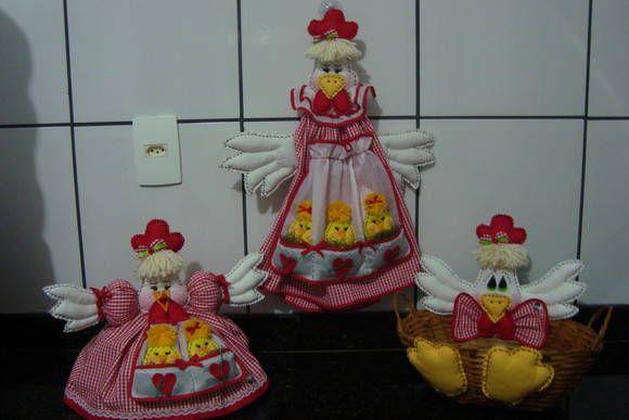 Kit de galinha para decorar sua cozinha, confeccionado com tecido 100% em algodão, xadrezinho de vermelho com 7 peças. Faço como a cliente desejar incluindo ou excluindo peças e na cor do tecido desejado xadrez ou estampado...  Galinha puxa saco - R$ 72,00  /  kit colher e garfo - R$ 43,00  /  ...