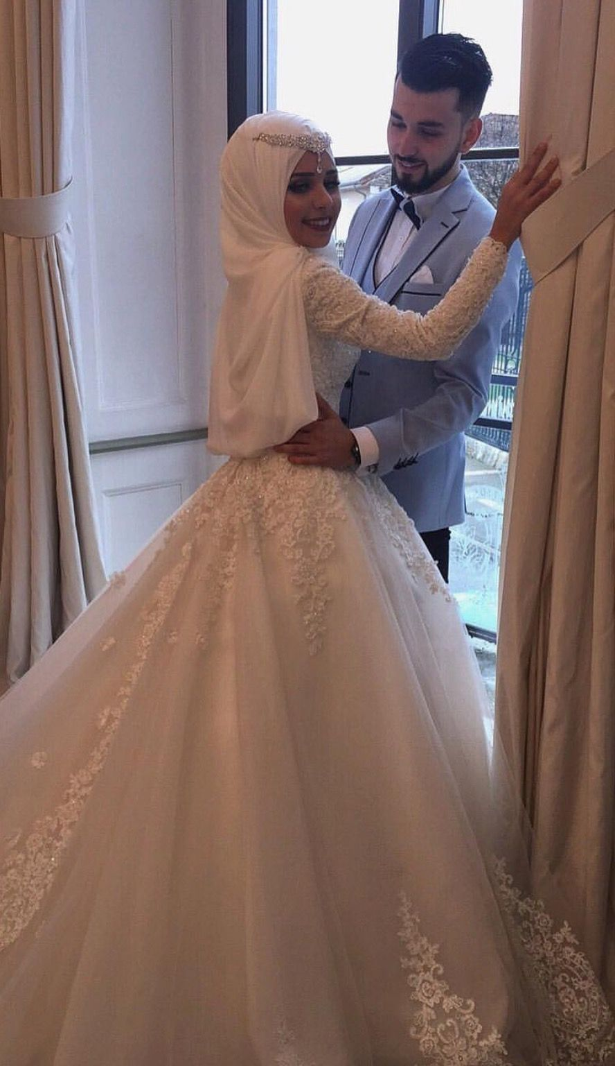 Pinterest: @adarkurdish  Robes de mariée avec hijab, Mariées
