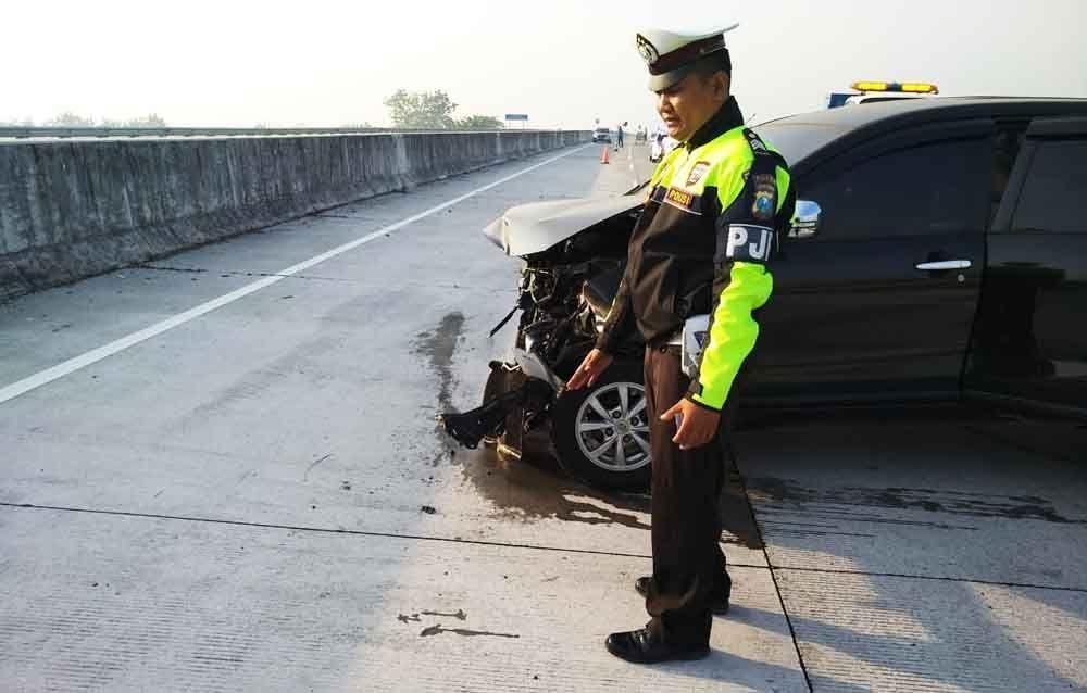 Tabrakannya Cukup Keras Hingga Membuat Kerusakan Pada Bagian Depan Mobil Dugaannya Sopir Mengantuk Kata Kasat Pjr Polda Jatim Akbp Bambang Toyota