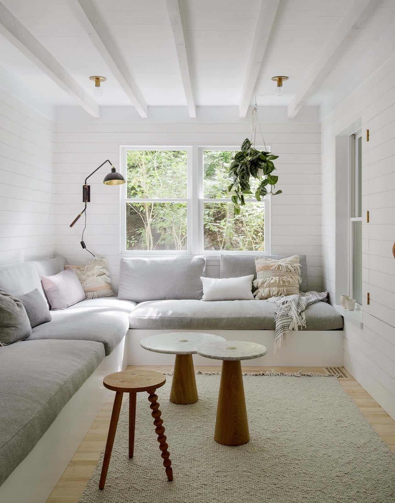 Scandinavian Style Beach Retreat Gets Radiant Makeover In Amagansett In 2020 Built In Sofa Living Room Scandinavian Beautiful Living Rooms