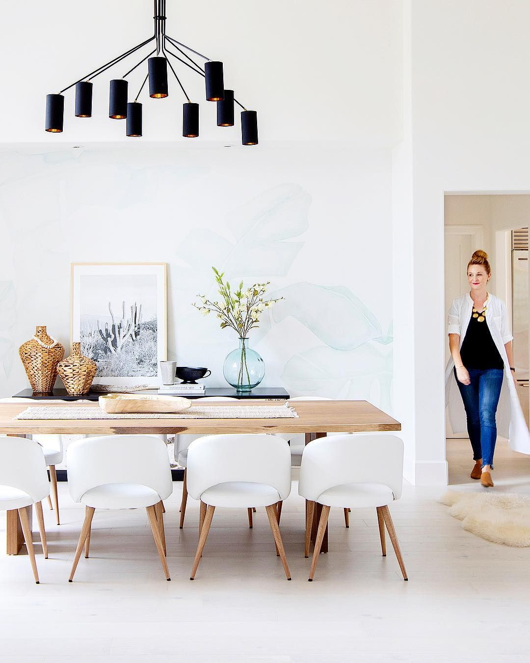 Beautiful Beachy Dining Room With Light Wood Table And White