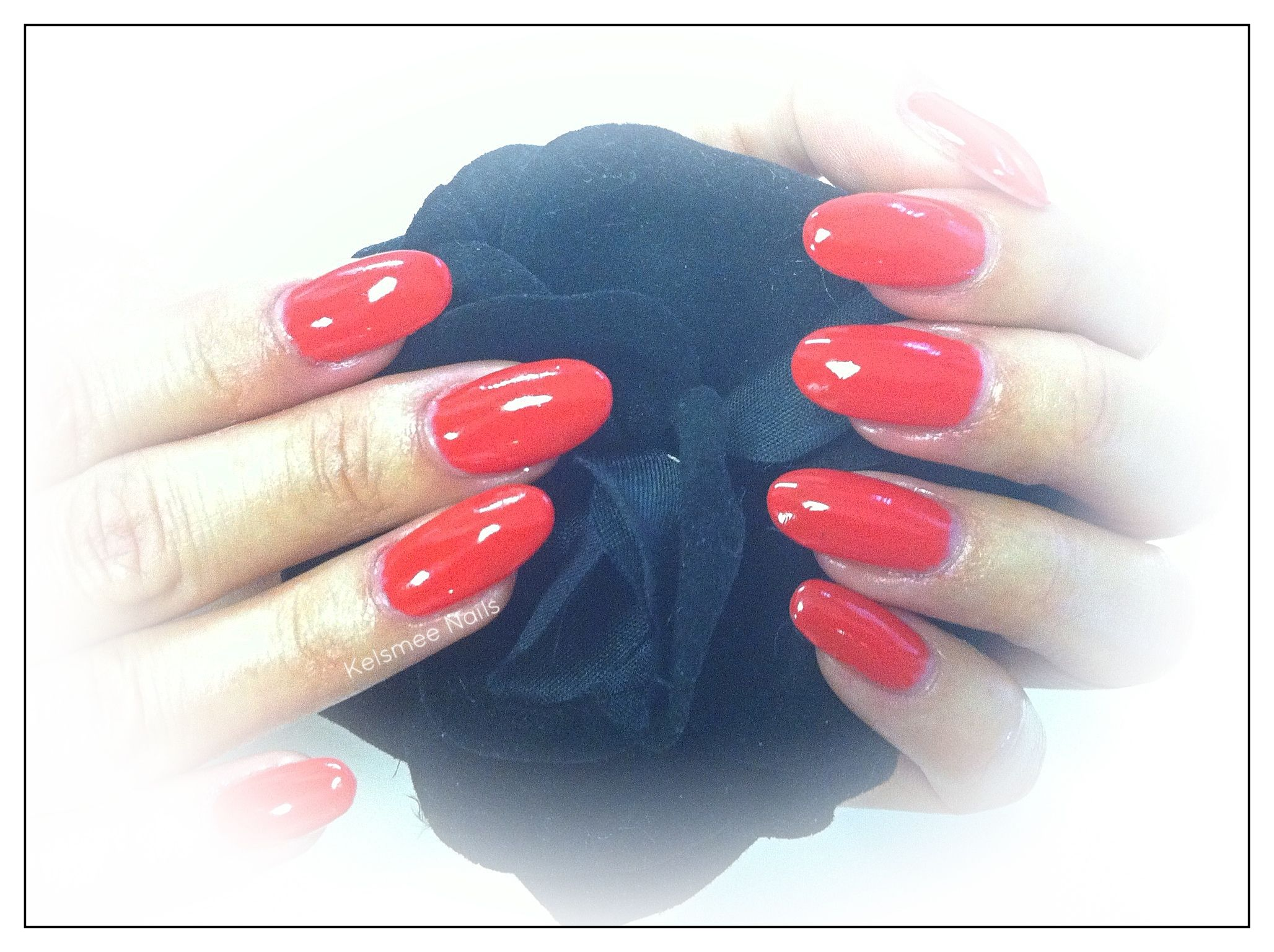 Young Nails acrylic ManiQ red