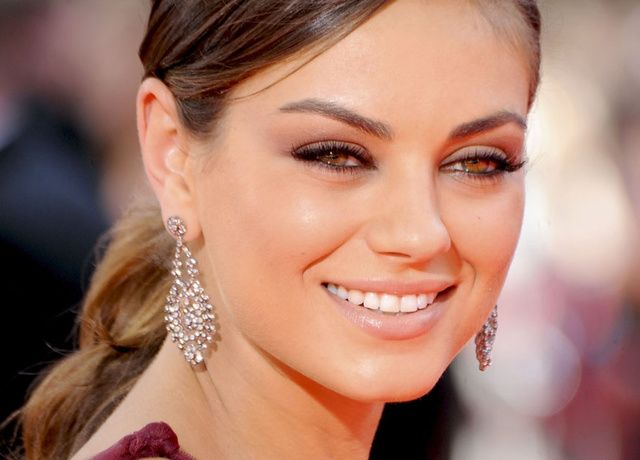 mila kunis sans maquillage en couverture du glamour. Black Bedroom Furniture Sets. Home Design Ideas