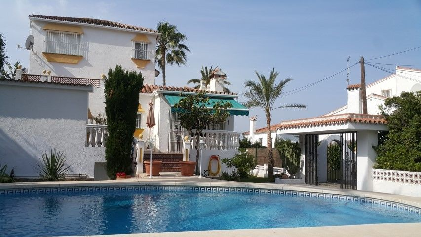 Great short term rental villa beachside in Marbesa ...