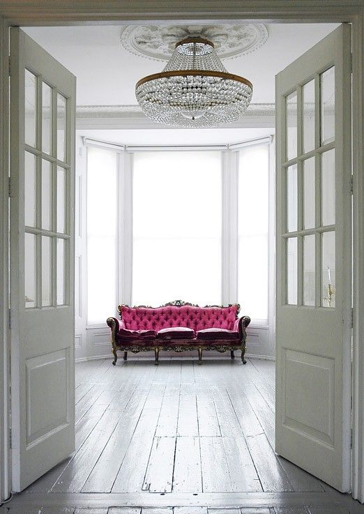 Fabulous Pink Couch in stunning simplicity