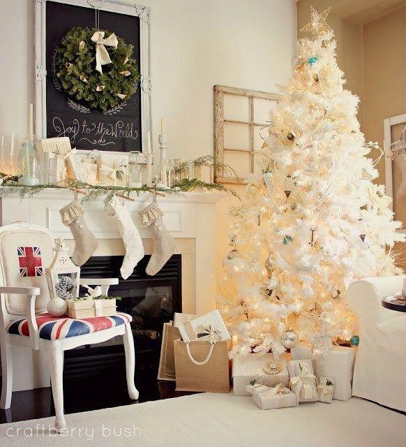 10-Fabulous Farmhouse-Style Christmas Mantels Christmas mantels